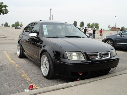 dieharddiesels:  Stanced jetta with coal rolling capabilities….