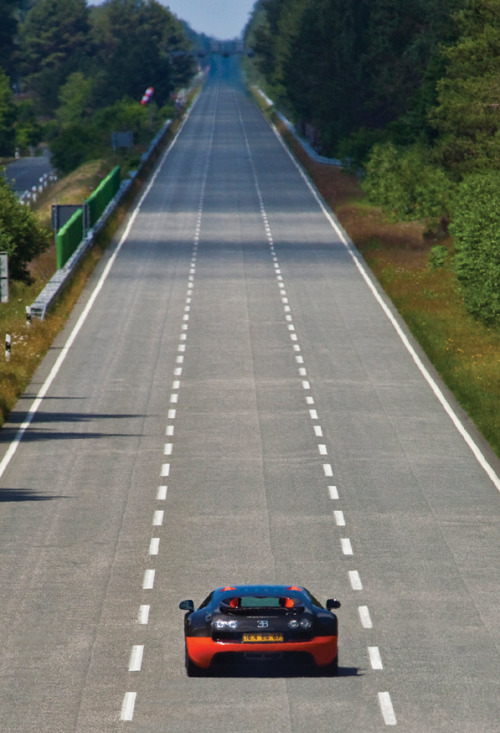 automotivated:  Bugatti Veyron 16.4 Super Sport (by GermanCarScene)
