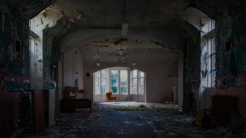 abandonedography:  Lonely by Scott Murray