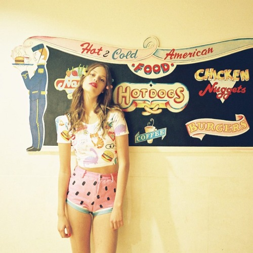 starryeyedlove:  Lazy Oaf x Nasty Gal.   I think i will die if these shorts aren't mine o.o