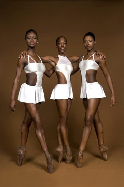 lovelyandbrown:  pointe-r sisters.
