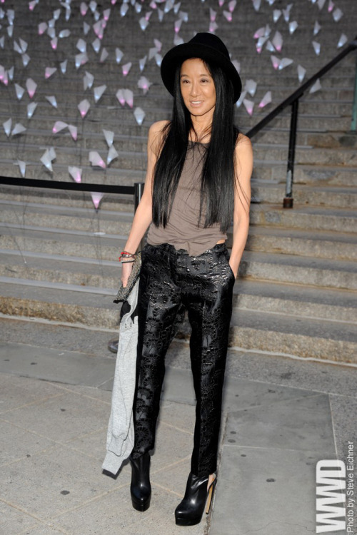 womensweardaily:  Vera Wang  at Vanity Fair's Tribeca Film Festival party  I wanna be old and look like this.