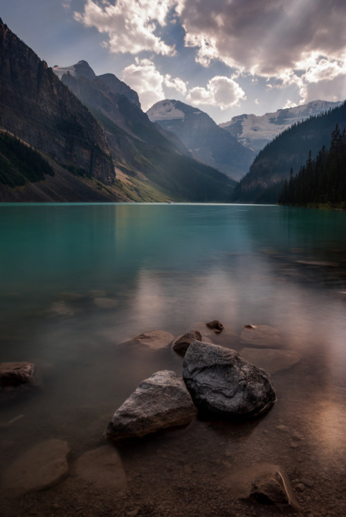 vurtual:  Lake Louise (by Dominic Walter)