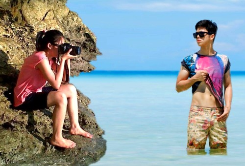 "thefanartfactory:  Elmo's beach picture: The True Story - - - Hahaha. Julie! Ikaw pala ang nag-picture kay Elmo kaya wagas ang posing! Hehe. Naaliw ako dito.  Anyway, hope they can have a beach vacation together. Someday…  Elmo's pic (c) The Philippine Star SUPREME Julie's pic #ctto  may naaalala ako dito! :"""""")"