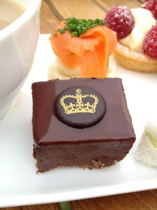 Mini chocolate mousse cakes served at the Queen's garden party (via @JoTomlin)