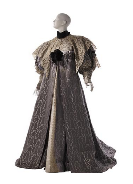 omgthatdress:  Tea Gown Jean-Philippe Worth, 1894 The Museum of the City of New York   not an umbrella