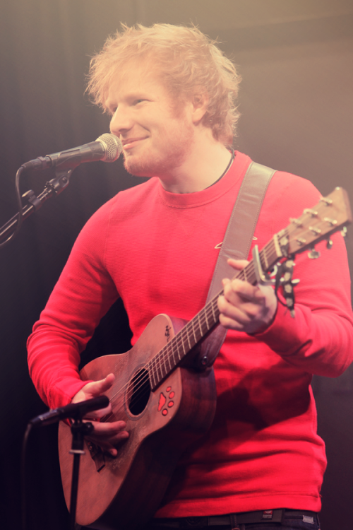 sunshinesheeran:  I've only edited this photo, it isn't mine x