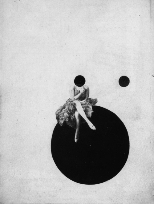 theblacksquare:  The Olly and Dolly sisters, 1925 | László Moholy-Nagy