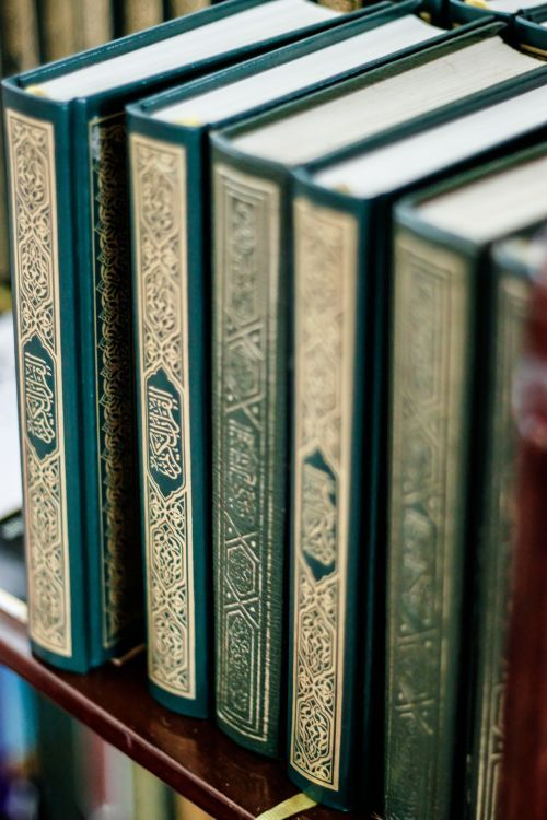islamic-art-and-quotes:  Quran Books on Shelf From the Collection: Mushaf Stacks and ShelvesOriginally found on: muslimgirl