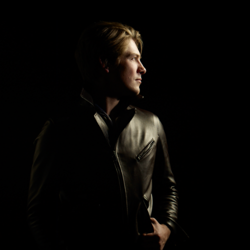 thinkinbouthanson:  Taylor Hanson new photo Album 6 credits to @Hansonguy2013