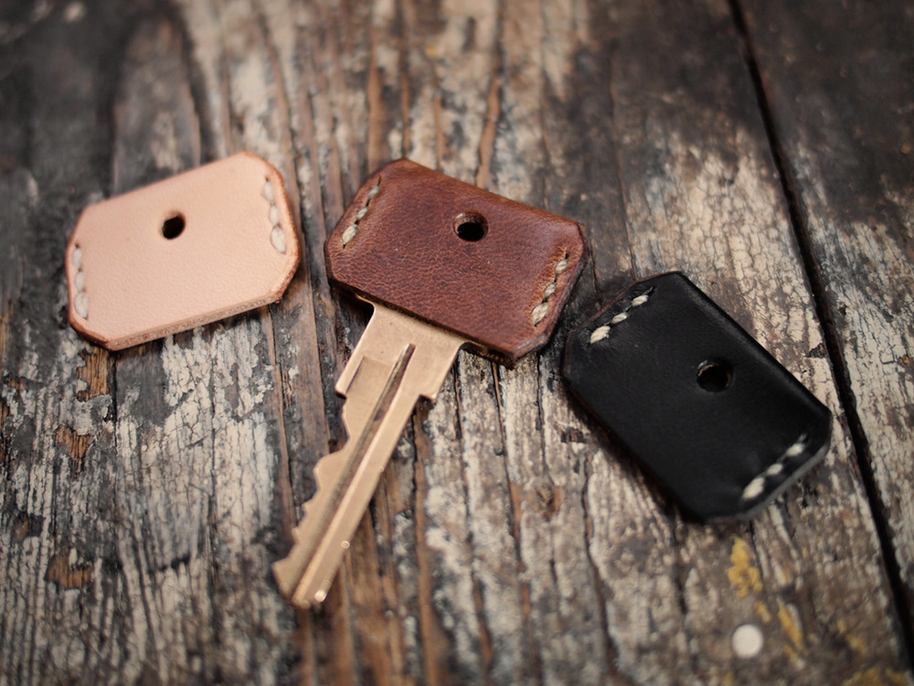 storagegeek:  Leather Key Cover : Hollows Leather A little bit of leather makes a big style punch in these leather key covers from Hollows Leather.