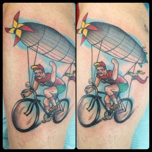 guendouglas:  Grumpy #steampunk #balloon #cyclist on Robert's leg #bike #bicycle #fixie #fixed #tattoo #tattoos #airship #zeppelin
