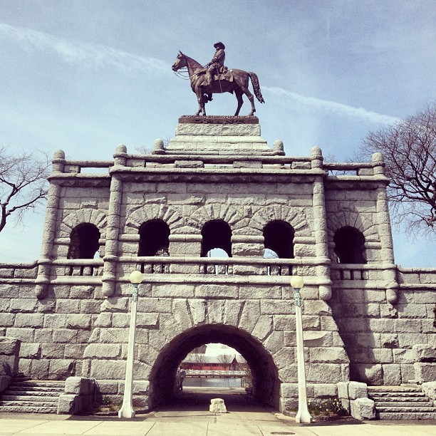 Ulysses S. Grant Memorial. Designed by Louis Rebisso and built on 1891. #chicago #chigram #sculpture #art #architecture #history #civilwar #illinois #masonry