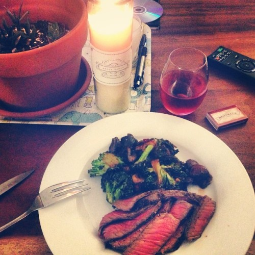 Sunday love. @kippeterschnaps requested steak and so: One pan, roasted London broil it is- with broccoli, tomato, onion and garlic. #food #cooking #steak #sunday #yum