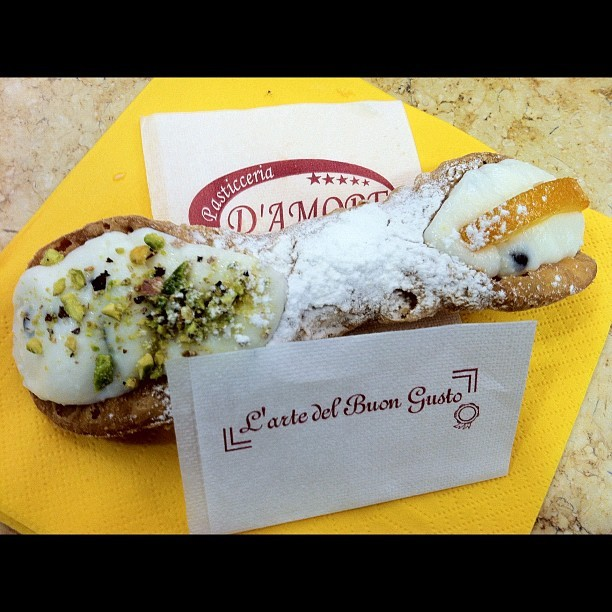 lilitu666:  Now THAT'S a #cannoli !!! #Sicily #Italy #Taormina 🇮🇹🇮🇹🇮🇹  Ahhh pistachio and citron= best combo evarrrrr.