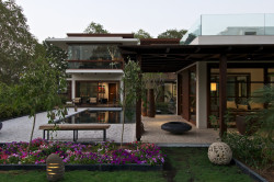 homedesigning:  The Courtyard House