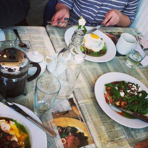 "Le Weekend, a keyword summary:  Saturday: Thistle Hill Tavern brunch, a Williamsburg afternoon of Brooklyn Brewery and The Meatball Shop with the Wheelers (always unforgettable), and a Bat Mitzvah/Sound of Music-themed 27th birthday party in Greenpoint. (If you've never attended a party with ""My Favorite Things"" props in the photobooth, you're doing it wrong).   Sunday: Up late, a run to the bridge and back, a NAP, and a night spent introducing a new bunch to Pork Slope (at this point I believe my tots should be free).  Monday: Juventino brunch, elbowing my way through the Atlantic Terminal mall, day off things (taxes & laundry), kale pizza and hometown dates.   Cliffs notes: beer and food."