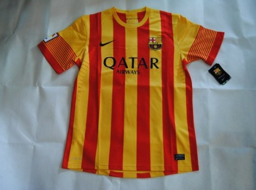 bootsndbitches:  Barcelona away 13/14.