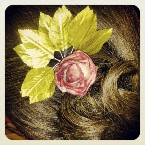 #hairstyle #nice #rose #flower #gold #leaves #decoration