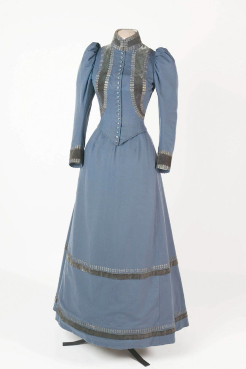 fripperiesandfobs:  Walking dress, 1895 From the National Trust