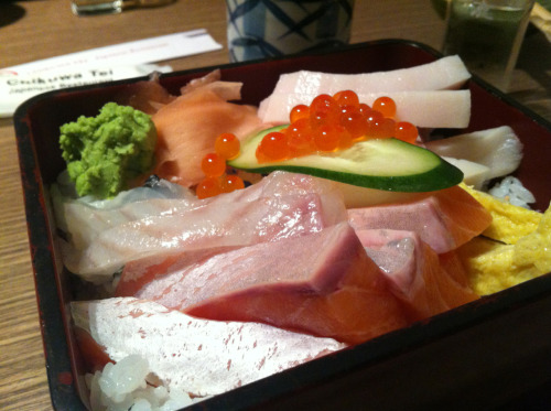 nomivores:  Chirashi Don! - Nomiceros C. Chikuwa Tei 9 Mohamed Sultan Road, S238959  Look at that. Thick slices of fresh raw fish.
