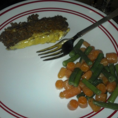 Made dinner for Branden #meatlessmeatloaf #stringbeans #carrots