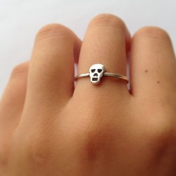 palmist:  bonsa-i:  runwaey:  Karen walker ring, a personal favorite   I love this ring so much  my hand on my dash, helloooo