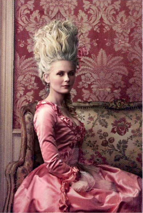 suicideblonde:  Kirsten Dunst photographed by Annie Leibovitz for Vogue, September 2006