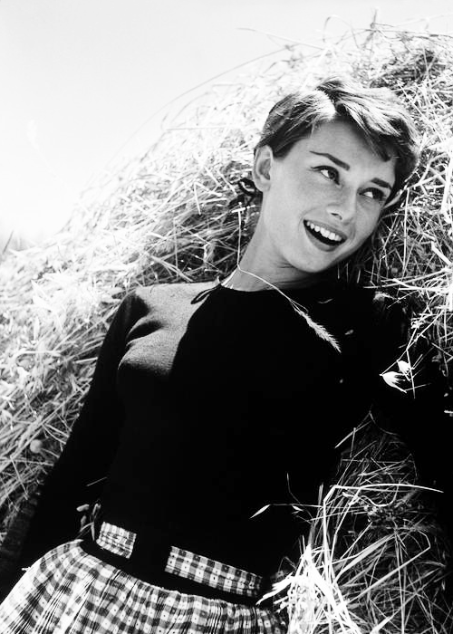 vintagegal:Audrey Hepburn photographed byPhilippe Halsman,1954