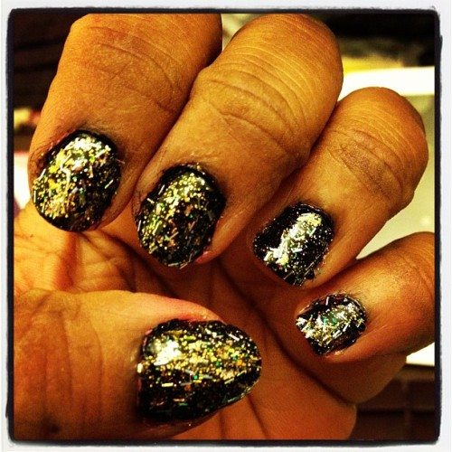 #sparkle #overload #sparkly #keepcalmandsparkleon #keepcalmandpaintyournails#discoball #shinebright #nails #nailfun #nailpolishjunkie #nailpolishaddict #latenightmani 🎉✨💋❤💅
