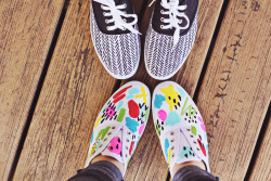 brownfinches:  DIY Spring Sneakers - A Beautiful Mess  :)