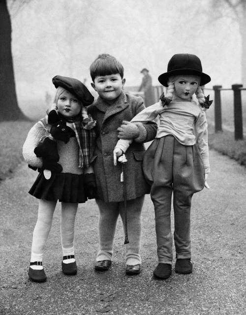 howtoseewithoutacamera:  by Elliott Erwitt Boy with two large dolls, c. 1950's