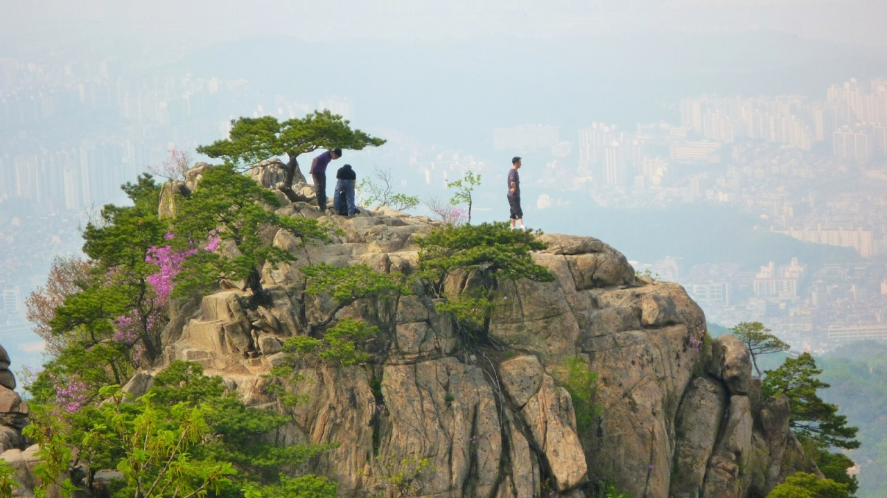 "Gwanaksan -  ""mountain of the hat-shaped peak"""