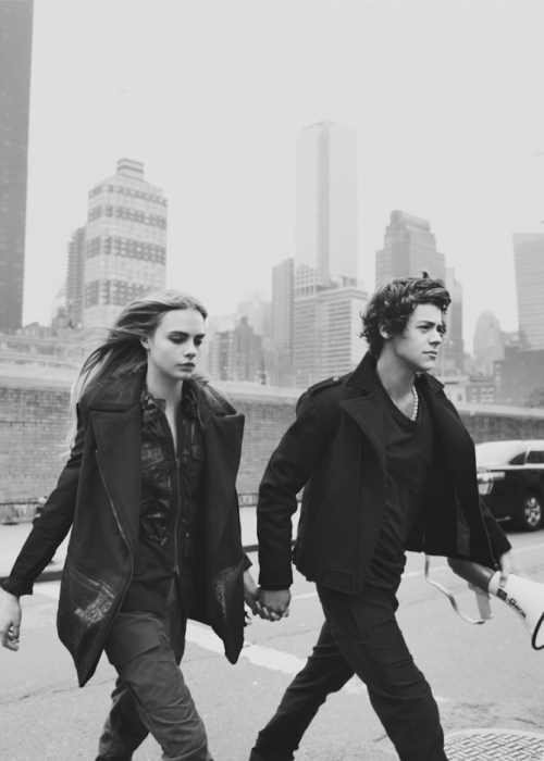 onedeecrackships:  Cara Delevingne and Harry Styles for Centerfold Magazine