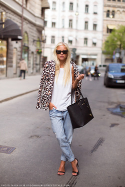 stylesnooperdan:  Fast trackedathens streetstyle, stockholm streetstyle, I asked alice, vogue.uk,…View Post