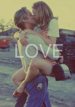 marureyna:  Ali y Noah en We Heart It. http://weheartit.com/entry/54791037/via/roxie_katycat