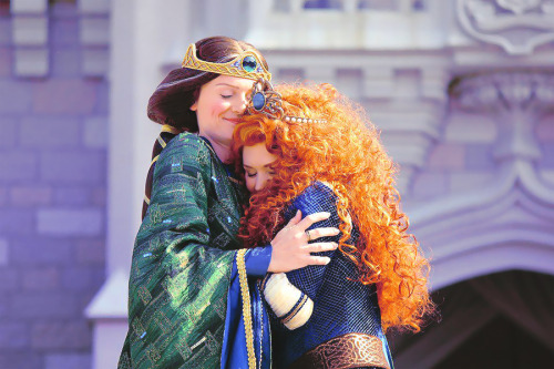"fancysomedisneymagic:  It's done! About an hour ago, Merida was officially crowned ""Disney Princess"" in Magic Kingdom! Look how proud Queen Elinor is, so adorable. Original Photo (c) Inside the Magic"