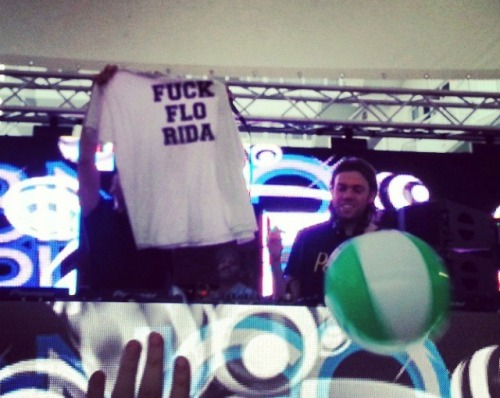 edm-empire:  My boy who's in Miami right now showed Bingo Players his shirt, they took it and showed the crowd. LMAO THEY AGREE TOO!