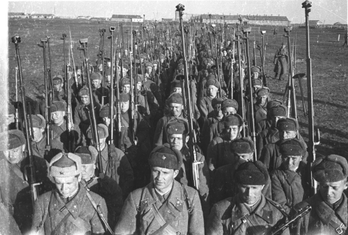 ppsh-41:  Anti-tank riflemen in Kursk.