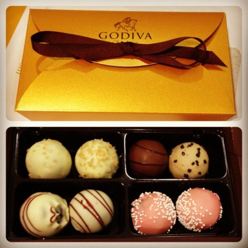 Godiva truffles 😍😁😋 splitting with the bestfriend 👯 @sammiela