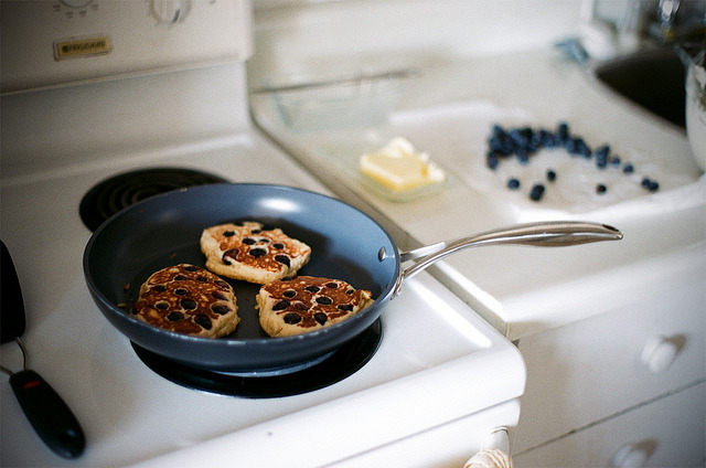 bagellie:  Cooking Pancakes by flossyflotsam on Flickr. so yummy aah
