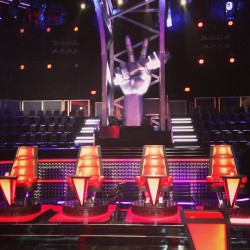 Welcome to the set of #TheVoice.. Which chair would u like to turn for you? @Shakira? @UsherRaymondIV? @BlakeShelton? Or @AdamLevine? #shakira #usher #adam #blake