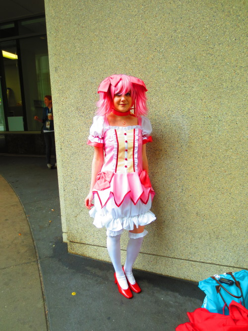 dokuromitsukai:  the very first picture i took at the con and the first person i met today i didn't know it was her for sure until jake was talking about her!!!   madoka— katsplanet    ughhh my tag is such a butt i didnt even see this until now!!!