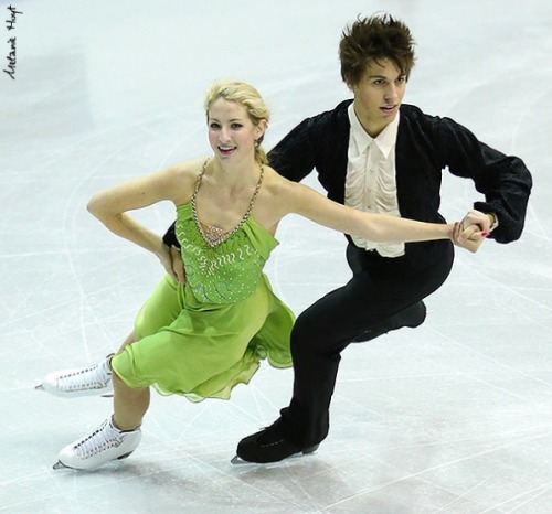 Alexa Linden and Tyler Miller skating the Westminster Waltz pattern dance at the 2013 Novice Canadian Nationals. Green is a rare colour on the ice; it's always nice to see it.