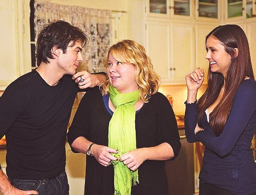 tvdstuff:  nika777:  on the set 4.15  Nina, Ian and Julie on set