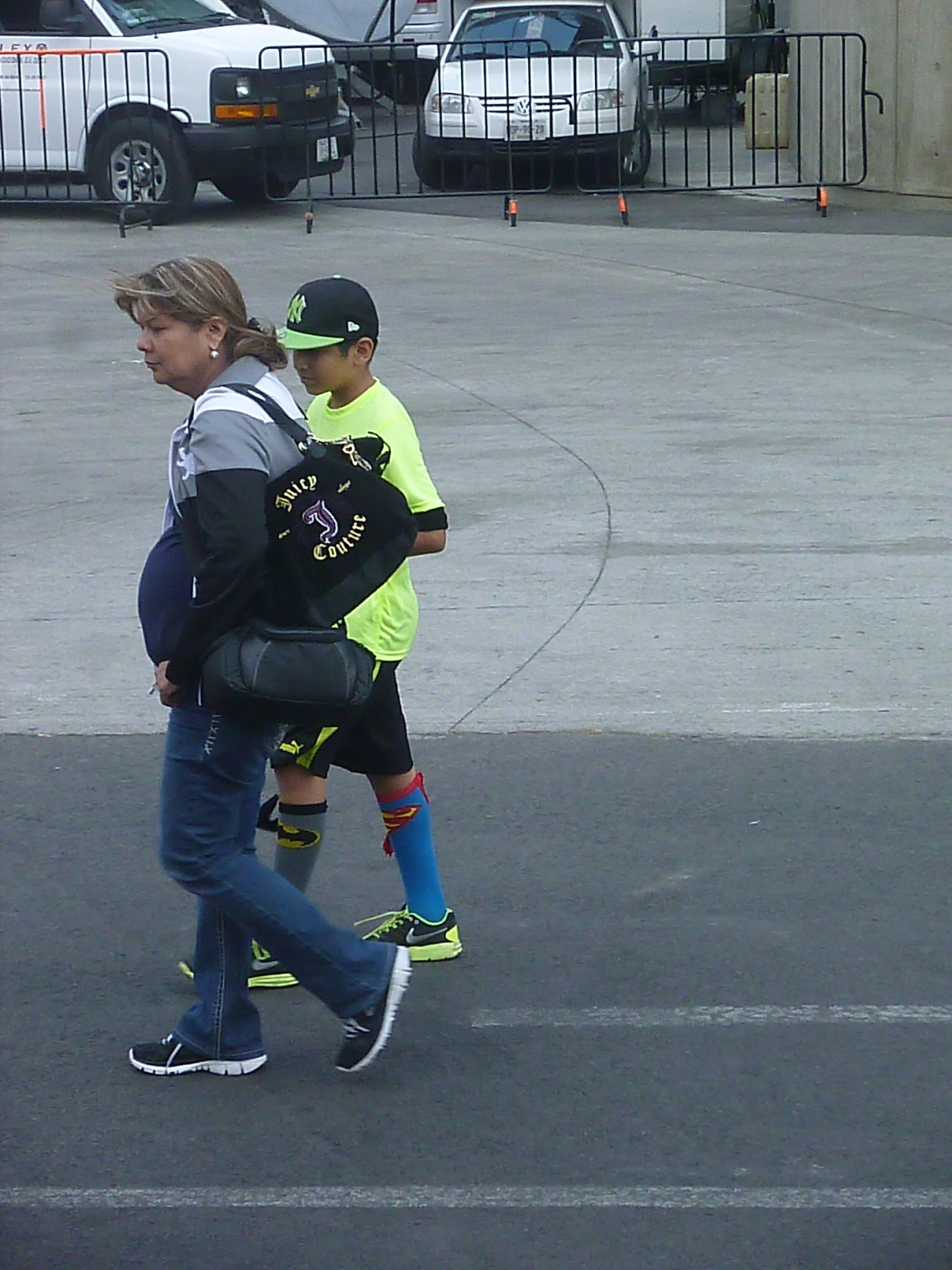 Seen outside Foro Sol after the Diablos Rojos game on Sunday: kid rockin' the black and fluorescent yellow look, with a pair of truly awesome socks.