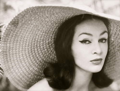 lauramcphee:  Helen Homewood in wide-brimmed hat, 1957 (Bruno Benini)