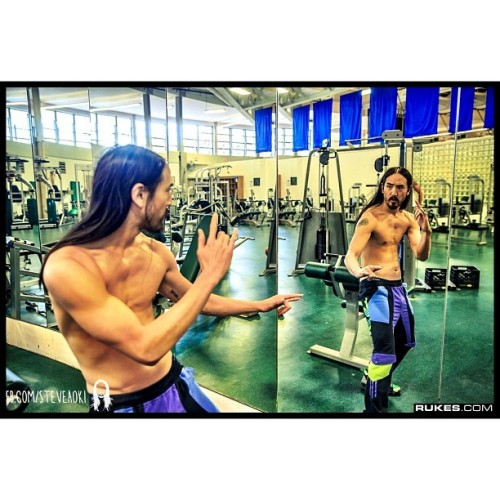 steveaoki:  Activating my inner Bruce Lee #enterthedragon