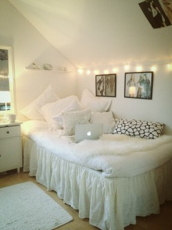 wanna decorate my dorm room like thissss ;)
