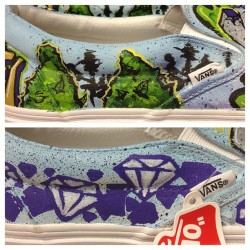 Sneak peek of the vans I was commissioned to do for a recording artist and his biggest fan #customvans #customkicks #offthewall #nugs #diamond #weed #trees #kush #vans #kickstagram #kicks0l0gy #imjustjames